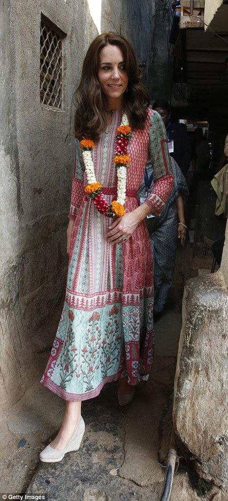 Kate arrives at a slum in Mumbai