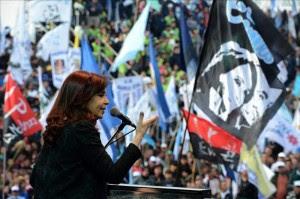 Fernández atribuye denuncias contra su Gobierno a la campaña electoral