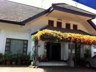 Alamat Hotel Murah Catellya Guest House Cipaku Bandung