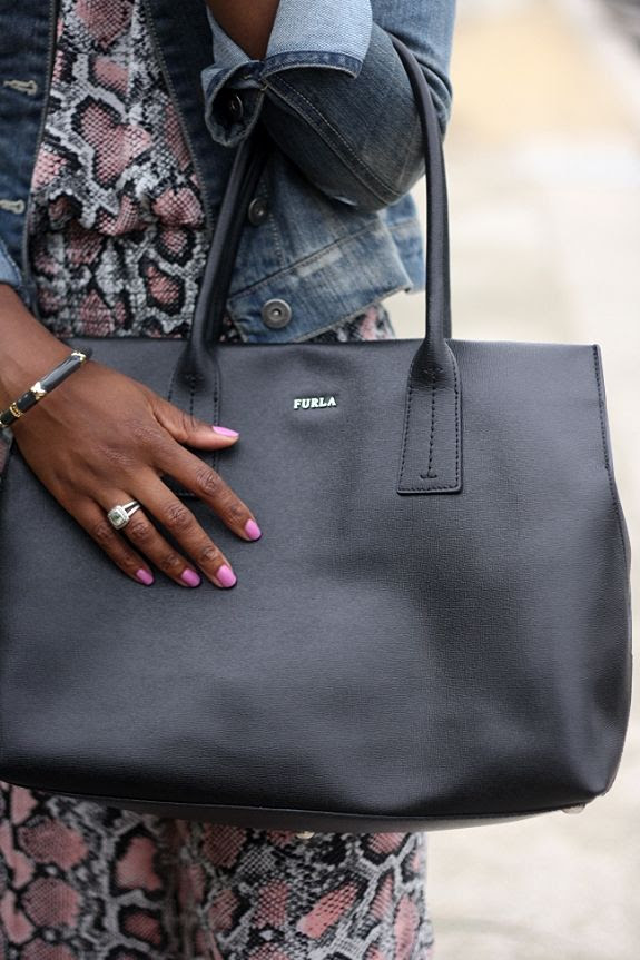 photo simply_chic_black_furla_bag.jpg