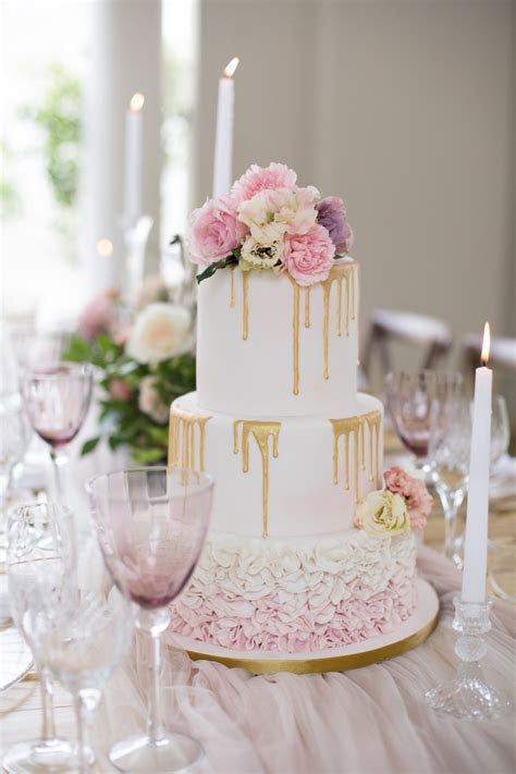 Delicate Blush, Ivory   Gold Wedding Tablescape Ideas