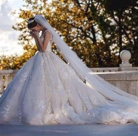Best 25  Long wedding veils ideas on Pinterest   Long