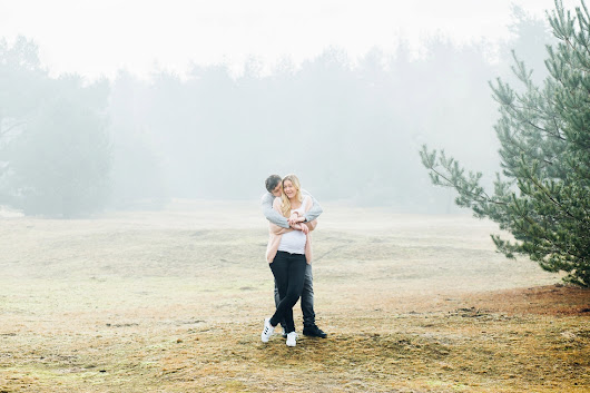 Woodland Maternity Shoot in Holland