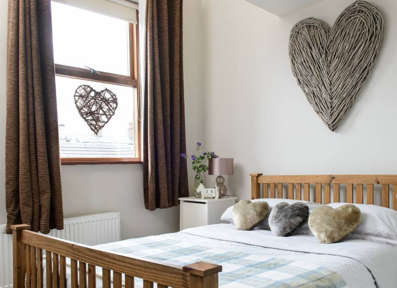 Try These Ingenious Ideas that Make Small Bedrooms ...
