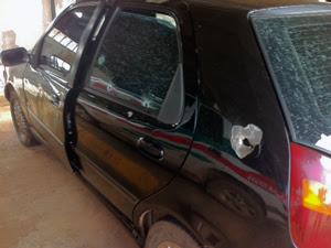Carro onde estava criança foi atingido por disparos perto do viaduto Ayrton Senna, no DF (Foto: G1)