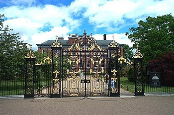 English: Kensington Palace. This is the view o...