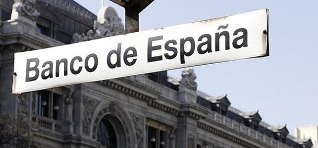 Detalle de la fachada del Banco de España desde la boca de metro cercana.