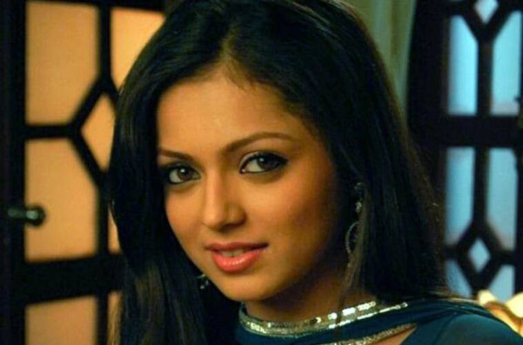 Still image of Drashti Dhami as Geet
