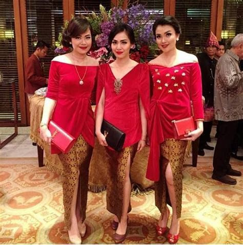 kebaya polos warna merah rok batik modern mood board