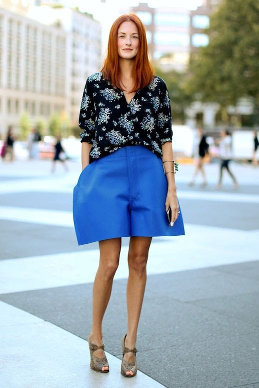 Le Fashion Blog 15 Ways To Wear Floral Prints Taylor Tomasi Hill Street Style Print Shirt Oversized Blue Shorts Via Popsugar photo 15-Ways-To-Wear-Floral-Prints-Taylor-Tomasi-Hill-Street-Style-Print-Shirt-Oversized-Blue-Shorts-Via-Popsugar.jpg
