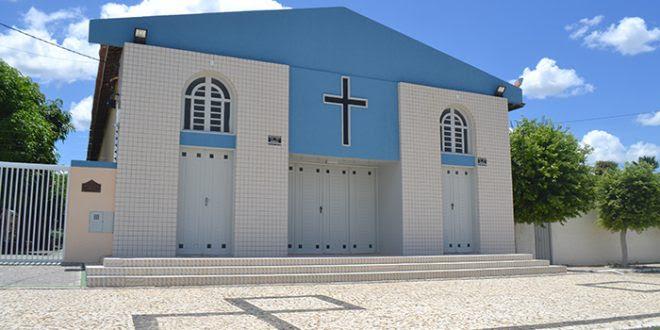 Bandidos levaram pertences dos padres e funcionários, além do dinheiro da Igreja (Foto: Cacau).