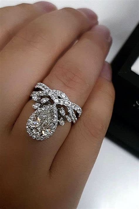 21 Stunning Pear Shaped Engagement Rings   Engagement Ring