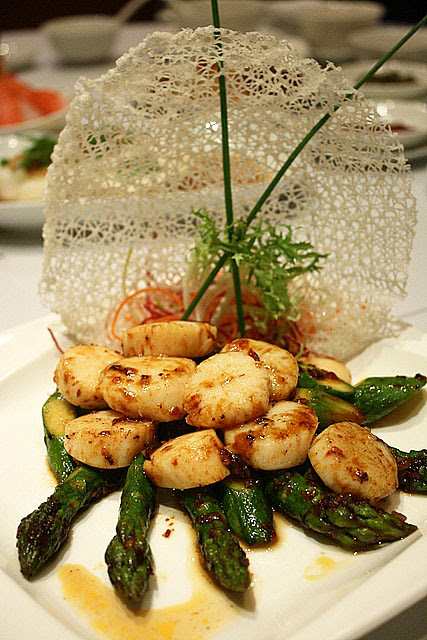 Scallop and Asparagus with Spicy XO Sauce