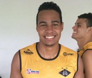 Rodrigo, zagueiro do Mixto (Foto: Derik Bueno)
