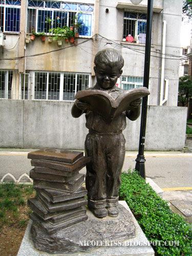 kid reading statue