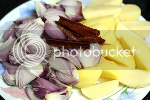 Onion Cinnamon Chicken Stew