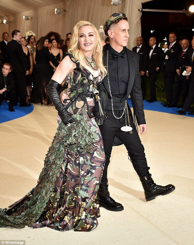 3FD4097B00000578 4464478 Fashionable_duo_Madonna_and_her_designer_pal_stood_out_in_their_ a 48_1493735775593