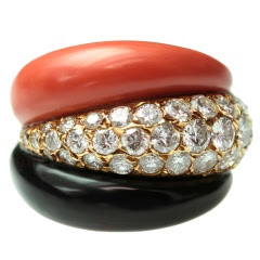 VAN CLEEF & ARPELS Coral, Onyx & Diamond Yellow Gold Ring