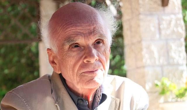 Ervin Laszlo es filósofo de la ciencia, teórico integral y pianista clásico. Ha publicado más de 400 ensayos y alrededor de 75 libros. En 2004 formuló su célebre teoría integral del todo, que llamo del «Campo Akáshico».
