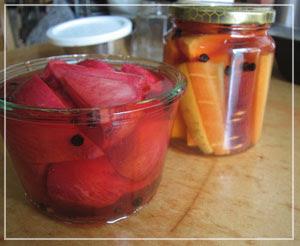届いた美味しい野菜、長く楽しめるようにとピクルスに。