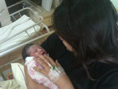 Gambar Bayi Anak Pertama Pelawak Nabil Ahmad