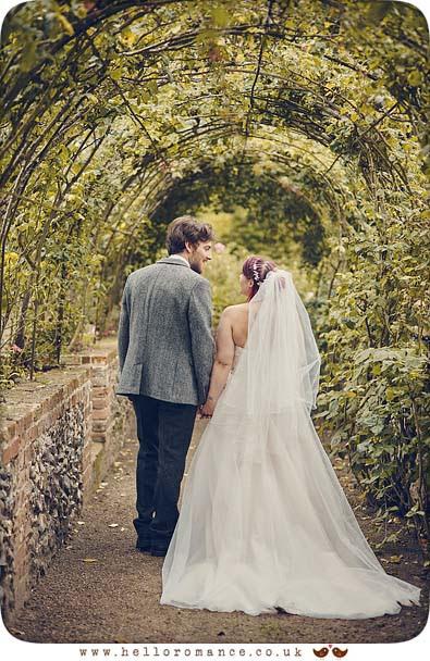Beautifully lit wedding photo - www.helloromance.co.uk