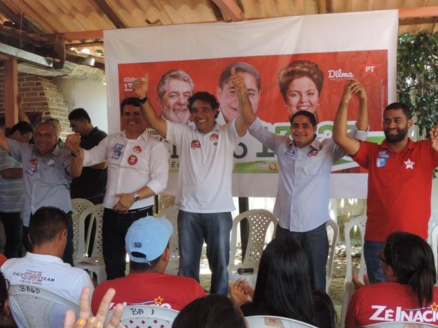 Aliados de braços dados, sinalizando união em torno do projeto político do grupo