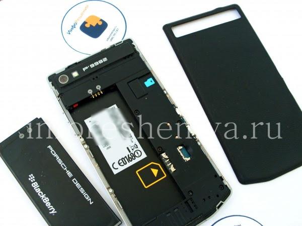 Разборка BlackBerry P'9982 Porsche Design: First take off back cover and battery. / Сначала снимите крышку аккумулятора и выньте аккумулятор.