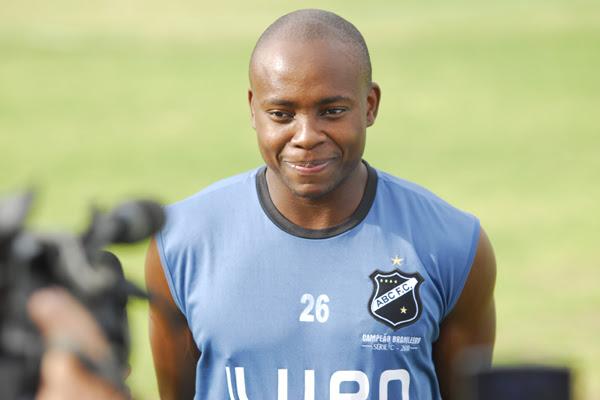 Após 5 meses longe do clube, Makelele retorna ao ABC