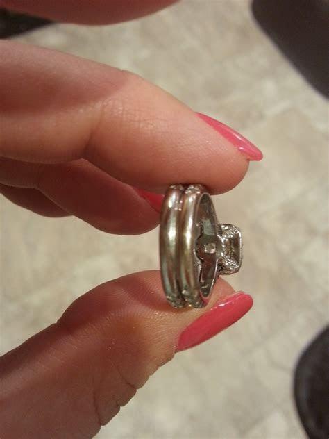 Izyaschnye wedding rings: Glue wedding rings together