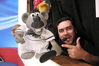 Eduardo Mascarenhas dá vida ao boneco Xaropinho