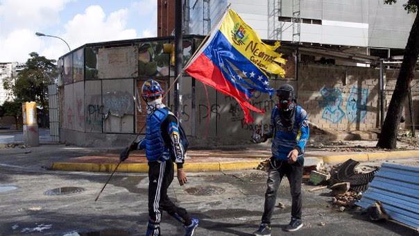 Este domingo, opositores y la Guardia Nacional Bolivariana se enfrentaron en diferentes zonas del país.