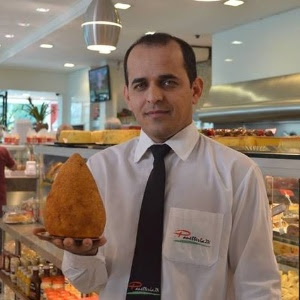 Super Coxinha, salgado de um quilo feito pela padaria Panetteria ZN, no bairro do Imirim (São Paulo)