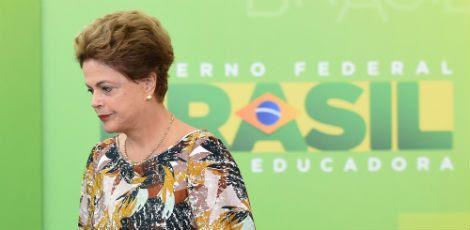 Ao final, o procurador do Tribunal aponta para várias ilegalidades fiscais do governo Dilma / Foto: EVARISTO SA / AFP