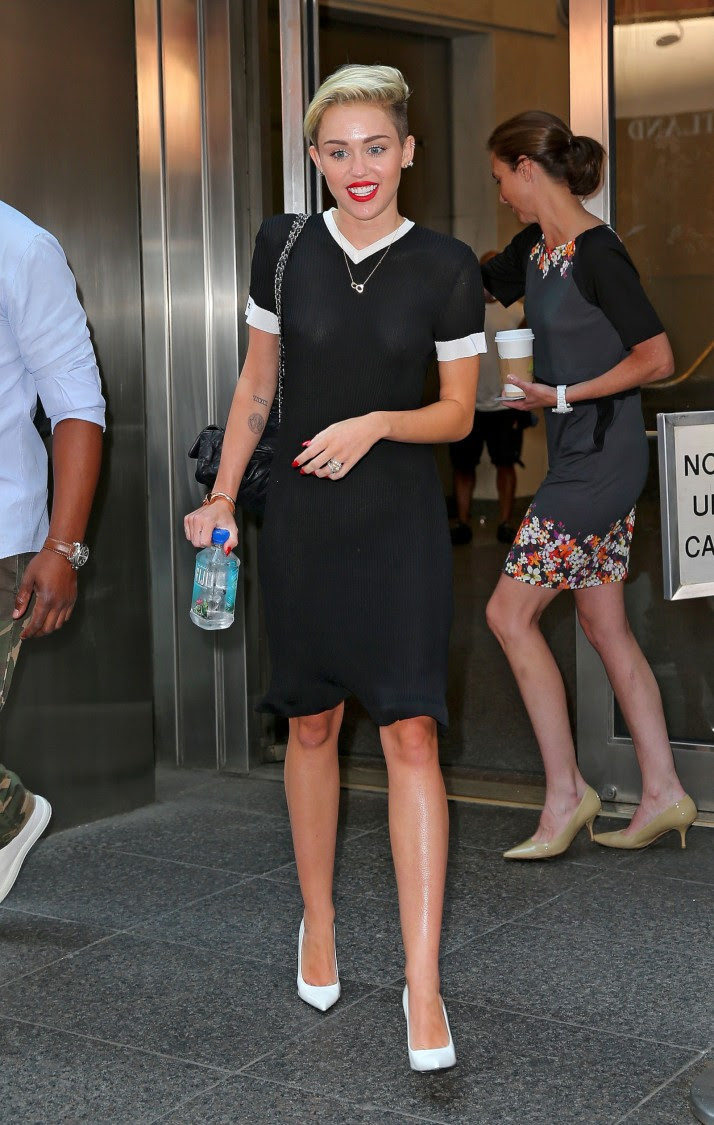 Miley-Cyrus-Braless-See-Through-Candids-in-New-York-Pictures-Photo-6