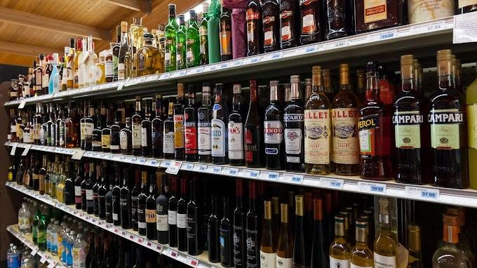 TREND ESSENCE: Booze-erker: Woman smashes 500 bottles of booze in British supermarket