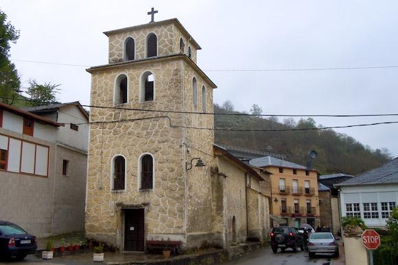 iglesa de Santa Magdalena, Vega de Valcarce, Camino frances, clouds, village