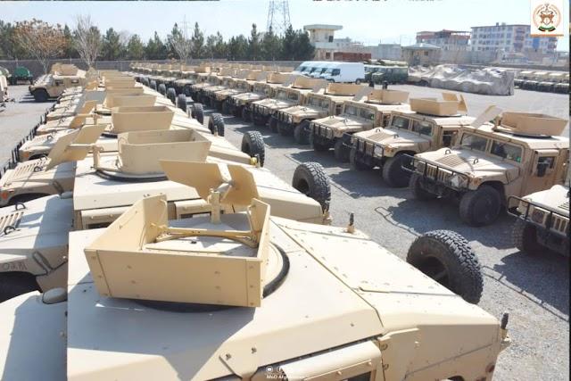 Aviones, pistolas, gafas de visión nocturna: el nuevo cofre de guerra fabricado en Estados Unidos de los talibanes