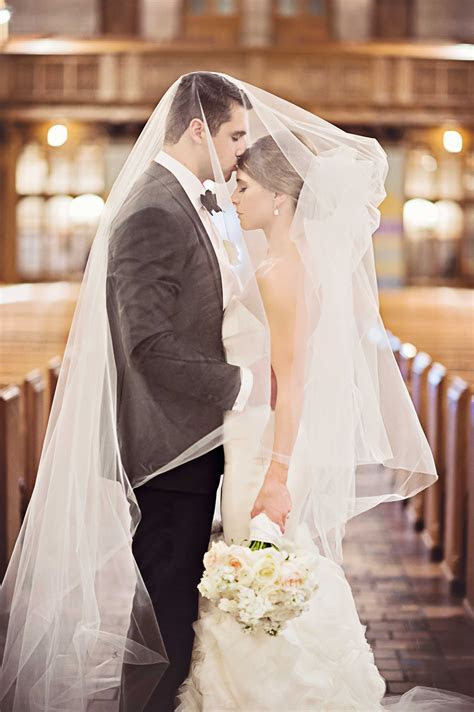 Wedding Day Pictures: Romantic Poses for You and Your