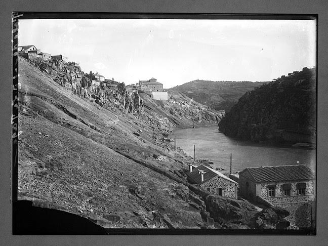 El Tajo en Roca Tarpeya hacia 1910. Fotografía de Charles Chusseau-Flaviens. Copyright © George Eastman House, Rochester, NY