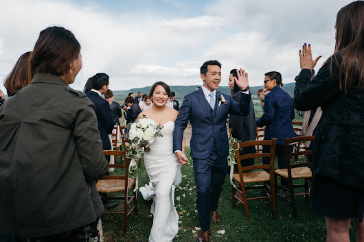 Relaxed and genuinely fun wedding in Montestigliano Siena