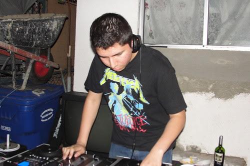 dj h1n1 spinning puro pinche punk