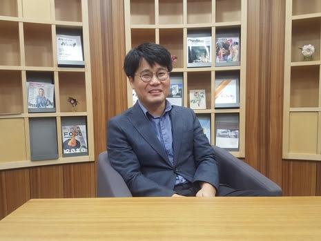 정성태 LG경제연구원 책임연구원이 지난달 26일 서울 여의도 LG트윈타워에서 기본소득에 대해 이야기하고있다. /이재원 기자