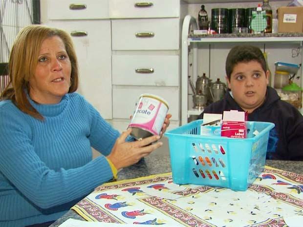 Mãe recorre à Justiça para conseguir remédios para filho em Itamonte, MG (Foto: Reprodução EPTV)