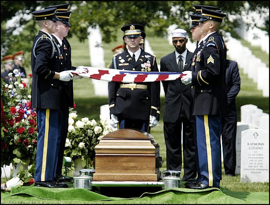 www.arlingtoncemetery.net/hsmkhan-funeral-photo-01.jpg