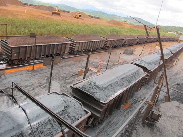 Minério de ferro extraído em Brucutu é levado diretamente para o Porto de Tubarão, no ES (Foto: Darlan Alvarenga/G1)