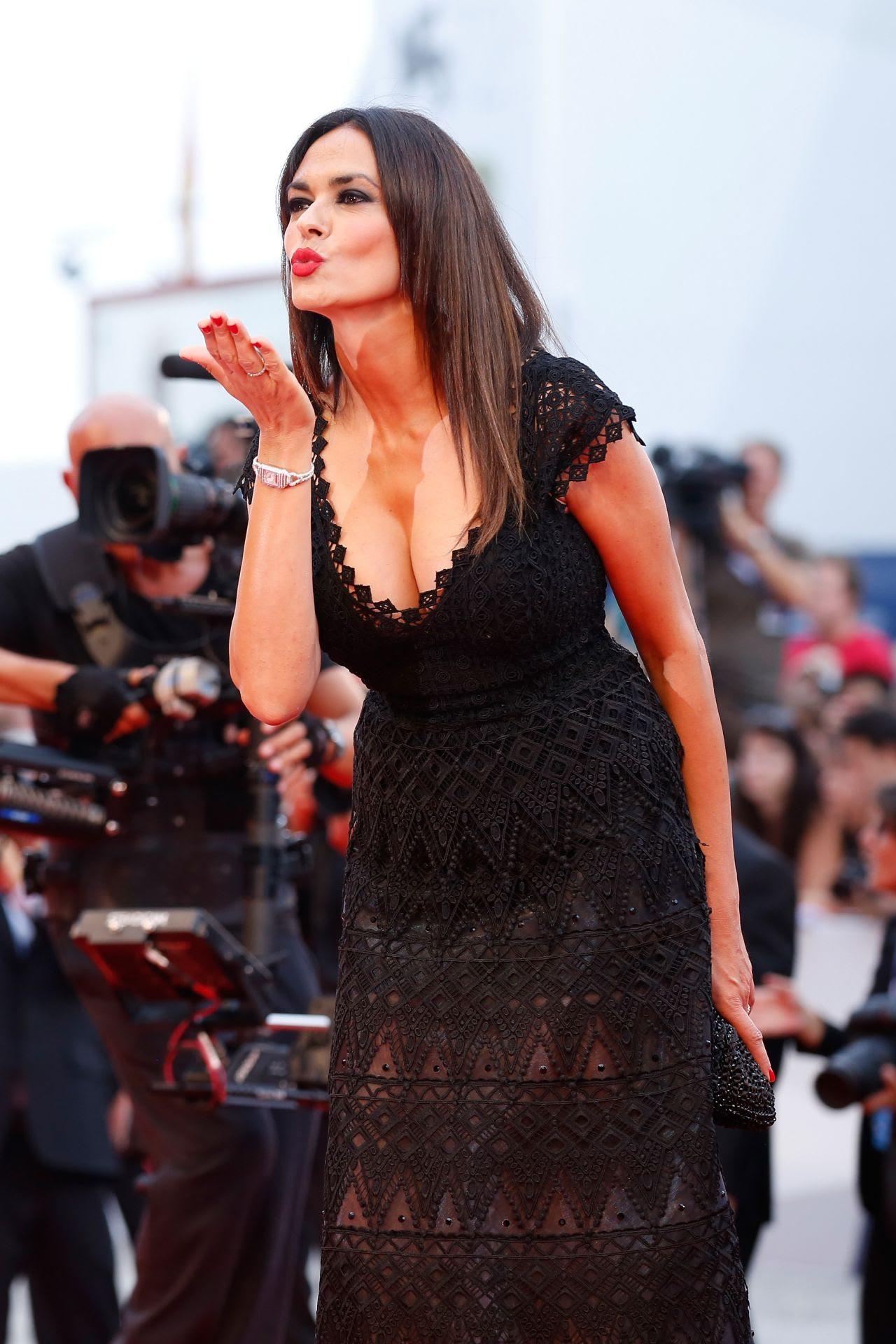 http://celebmafia.com/wp-content/uploads/2015/09/maria-grazia-cucinotta-opening-ceremony-and-premiere-of-everest-2015-venice-film-festival_9.jpg