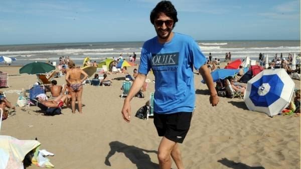 Yeza, sin parar, en la playa de Pinamar