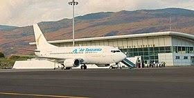 Air Tanzania B737 at Hahaya Airport.jpg
