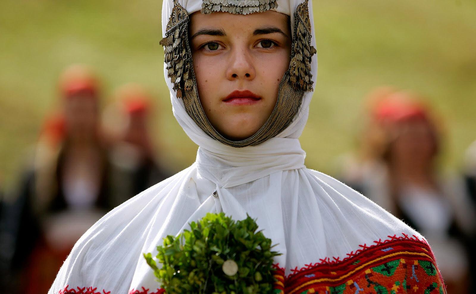 27 belas fotos de vestidos tradicionais de casamentos por todo o mundo 01